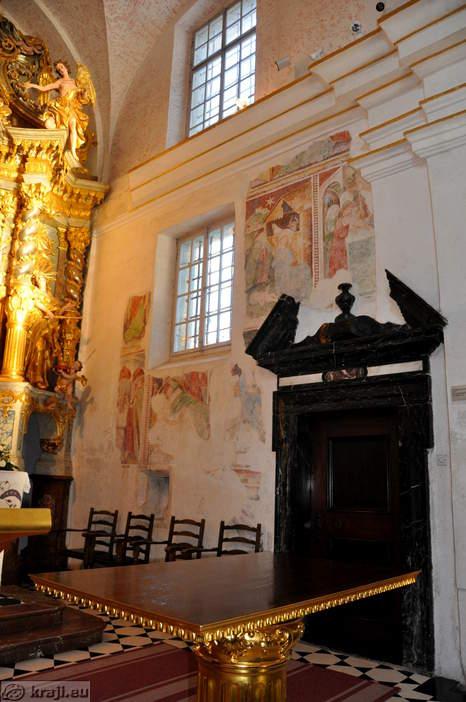 Mária mennybemenetele templom régi freskó.jpg