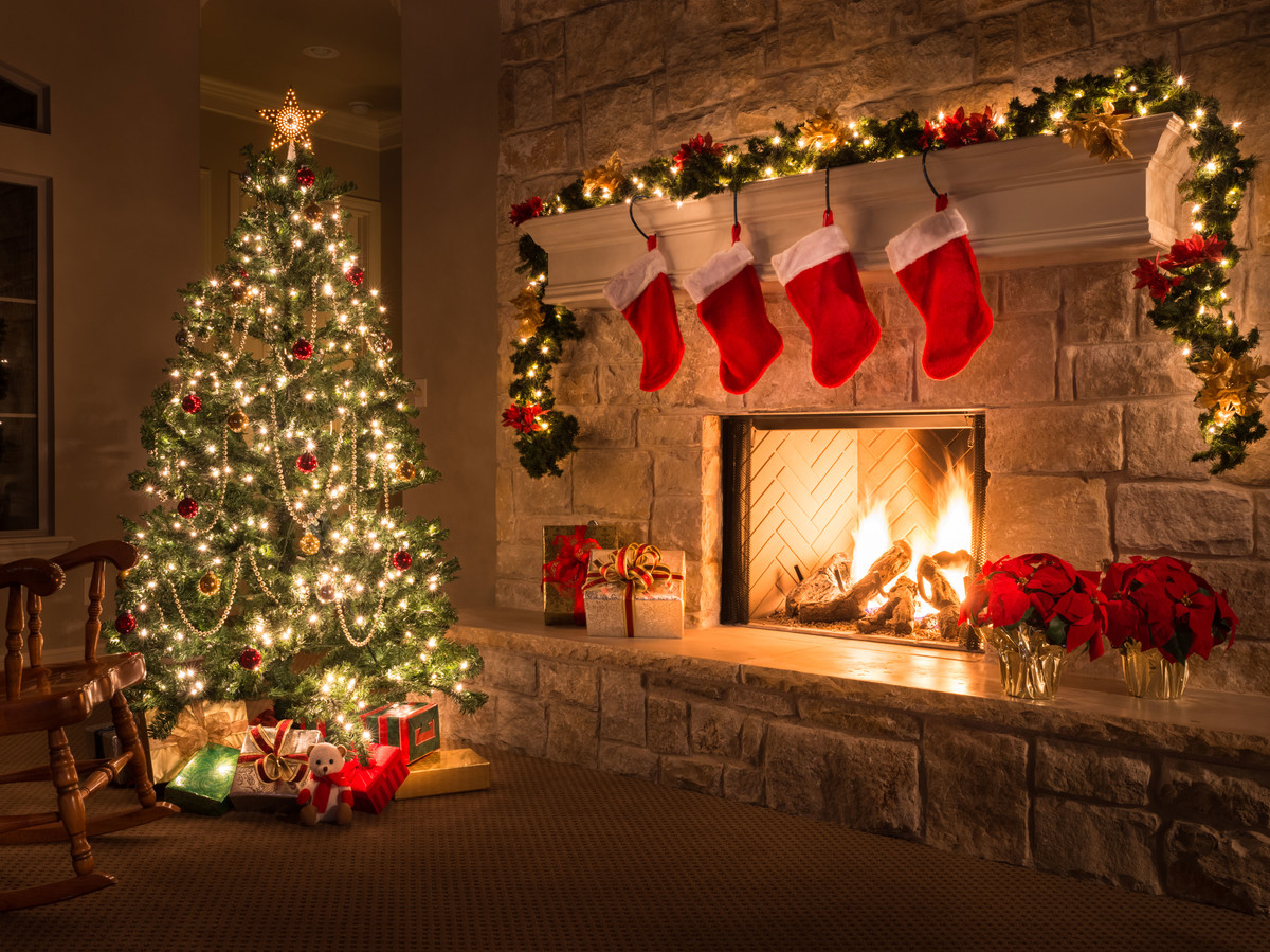 christmas-tree-near-fireplace_0.jpg