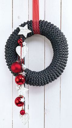crochet-patterns-christmas-rustic-knitted-wreath-christmas-diy-advent-wreath.jpg