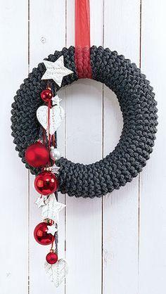crochet-patterns-christmas-rustic-knitted-wreath-christmas-diy-advent-wreath.jpg