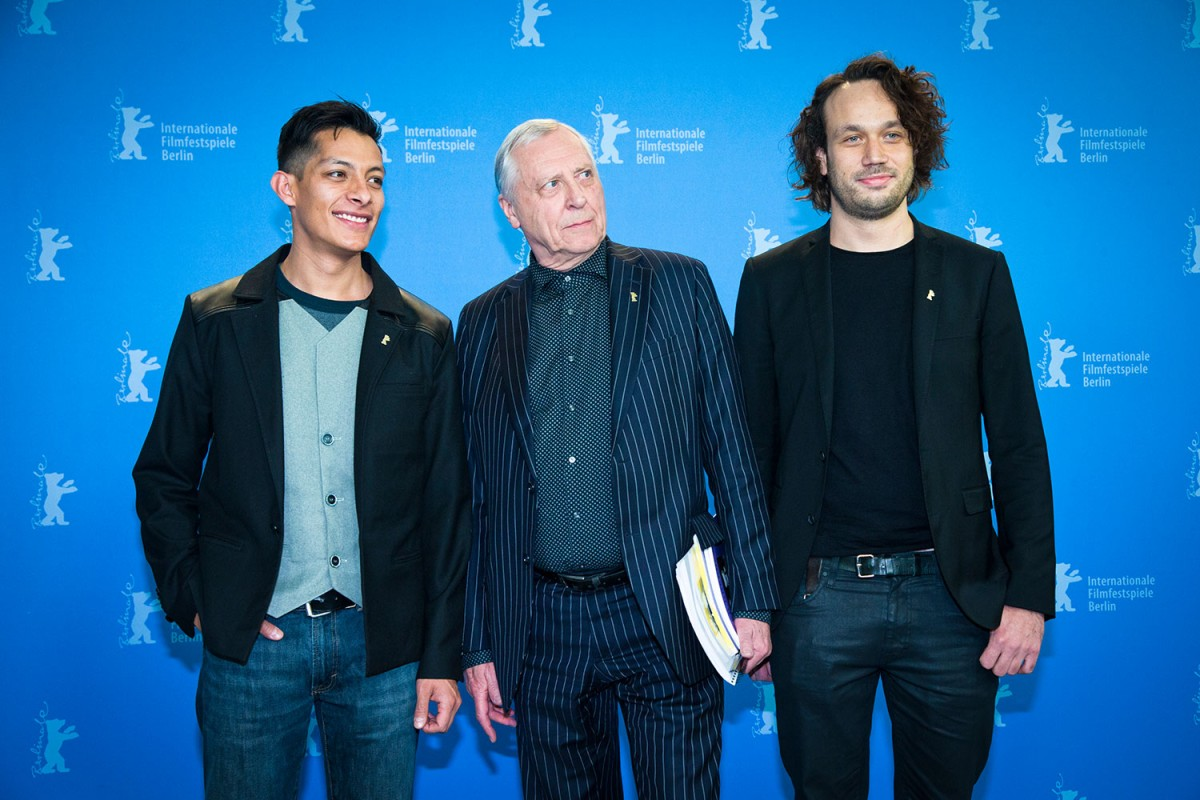 luis-alberti-peter-greenaway-and-elmer-b_ck-director-and-stars-of-eisenstein-in-guanajuato-at-the-berlinale-2015-premi_re.jpg