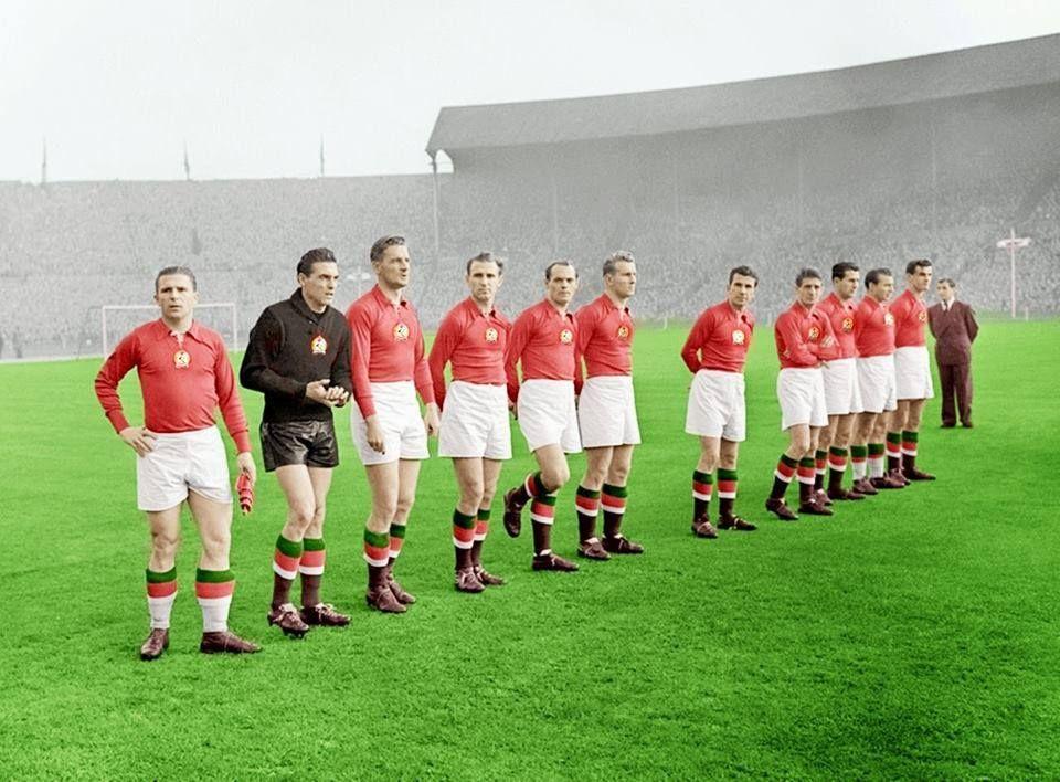 hungarian_national_football_team_aranycsapat_before_their_match_at_wembley_1953.jpg