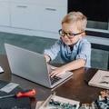 Orosz kártevőt találtak a brit iskolásoknak adott laptopokon