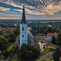 #dawn miracle Photo by @tferi666  #sarospatak #roman #catolic #church #tokajwineregion #visittokaj #tokajhegyalja #instahungary #instahun #naturephoto #naturephotography  #turatajolo #loves_hungary #visithungary #UNESCO #unescoworldheritage #unescoworldheritagesite #discoverglobe #instaphoto #pictureoftheday #picoftheday  @elmeny_itthon