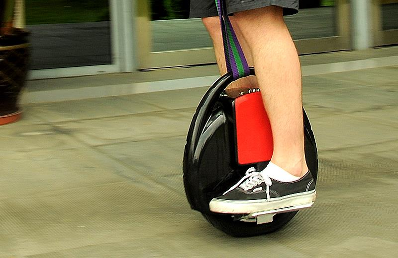 electric-unicycle-uni-wheel-350-watts-35000mah-samsung-lithium-roylennon-1408-06-roylennon_1.jpg