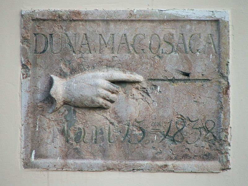 800px-esztergom_duna_belvarosi_templom.JPG