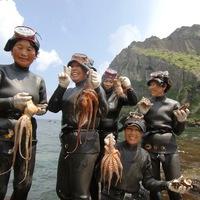 A sziget, ahol a nők halásztak, a férfiak gyermeket neveltek