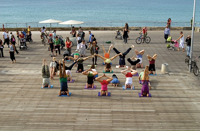 A tengerpart a közösségi aktivitásoké