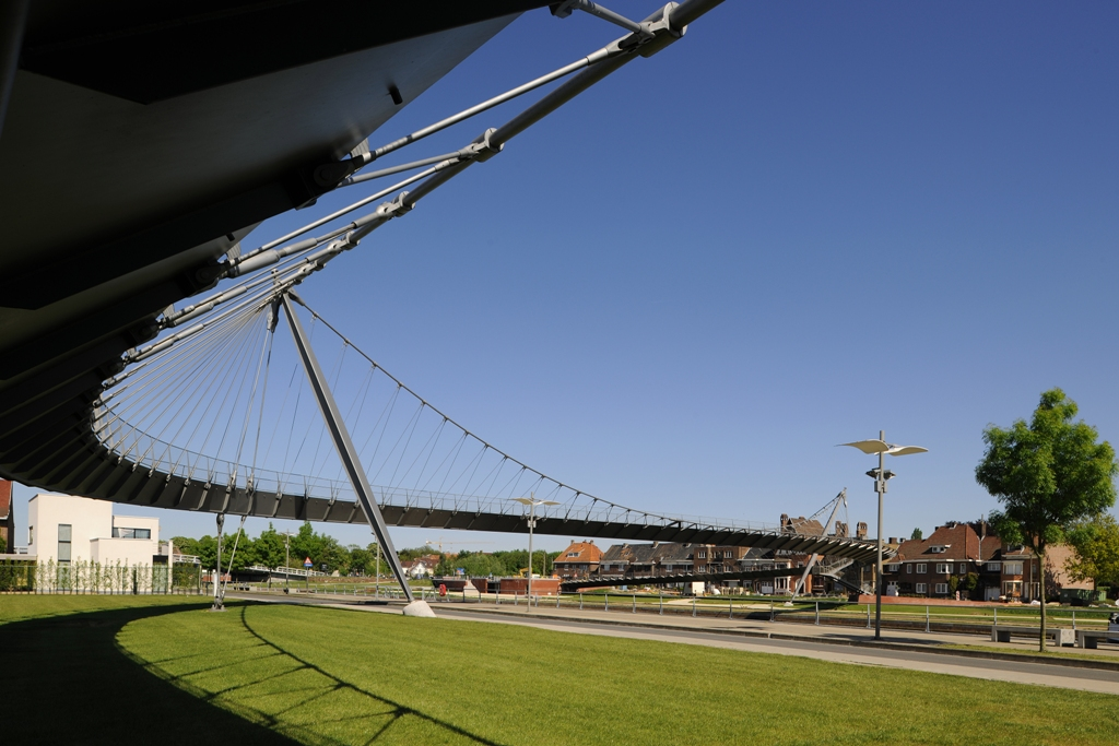 College híd, Kortrijk