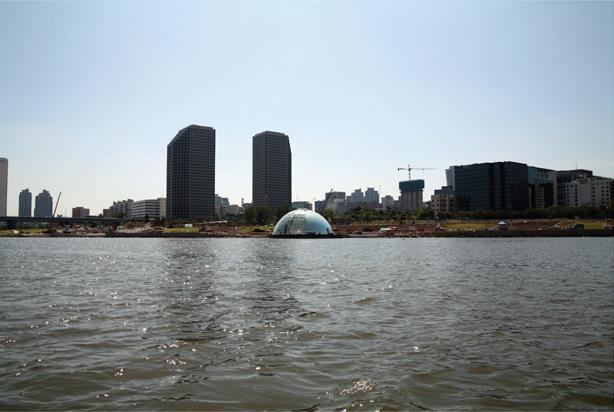 Úszó színpad a Han folyón