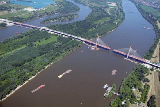 Megyeri híd - Több terület egy folyó ölelésében