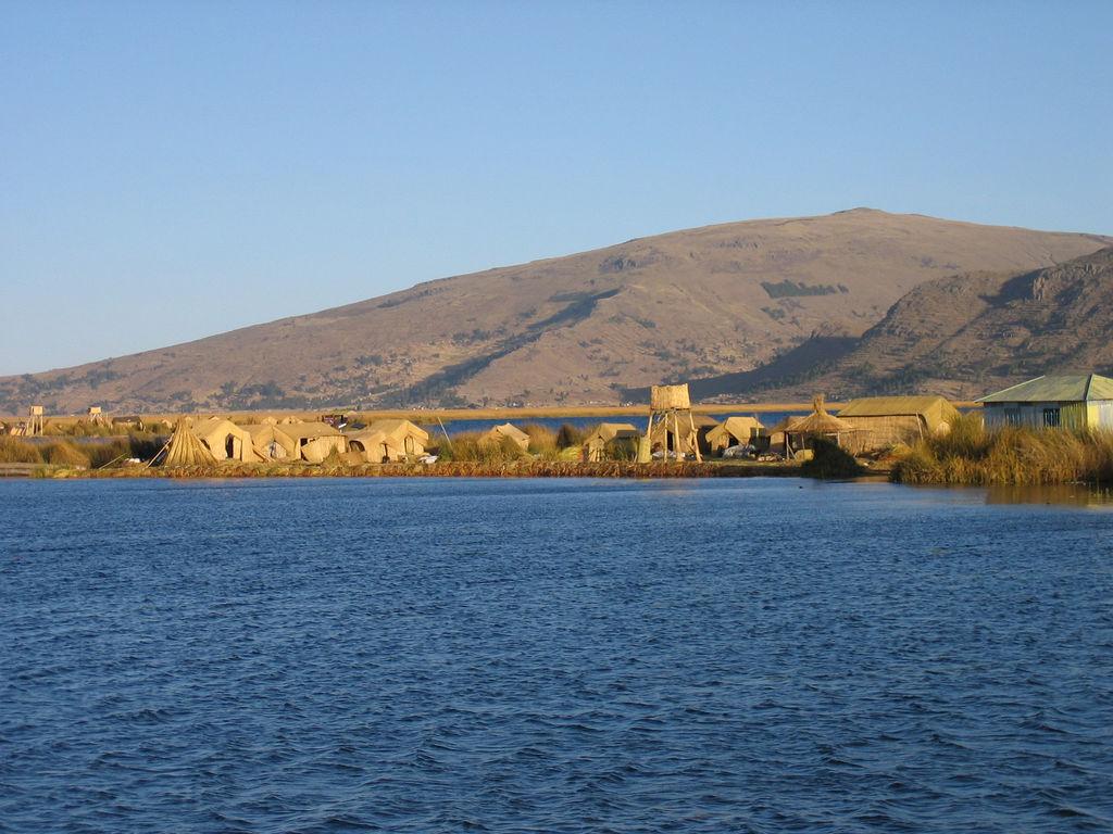 Úszó szigetek a Titicaca-tóban