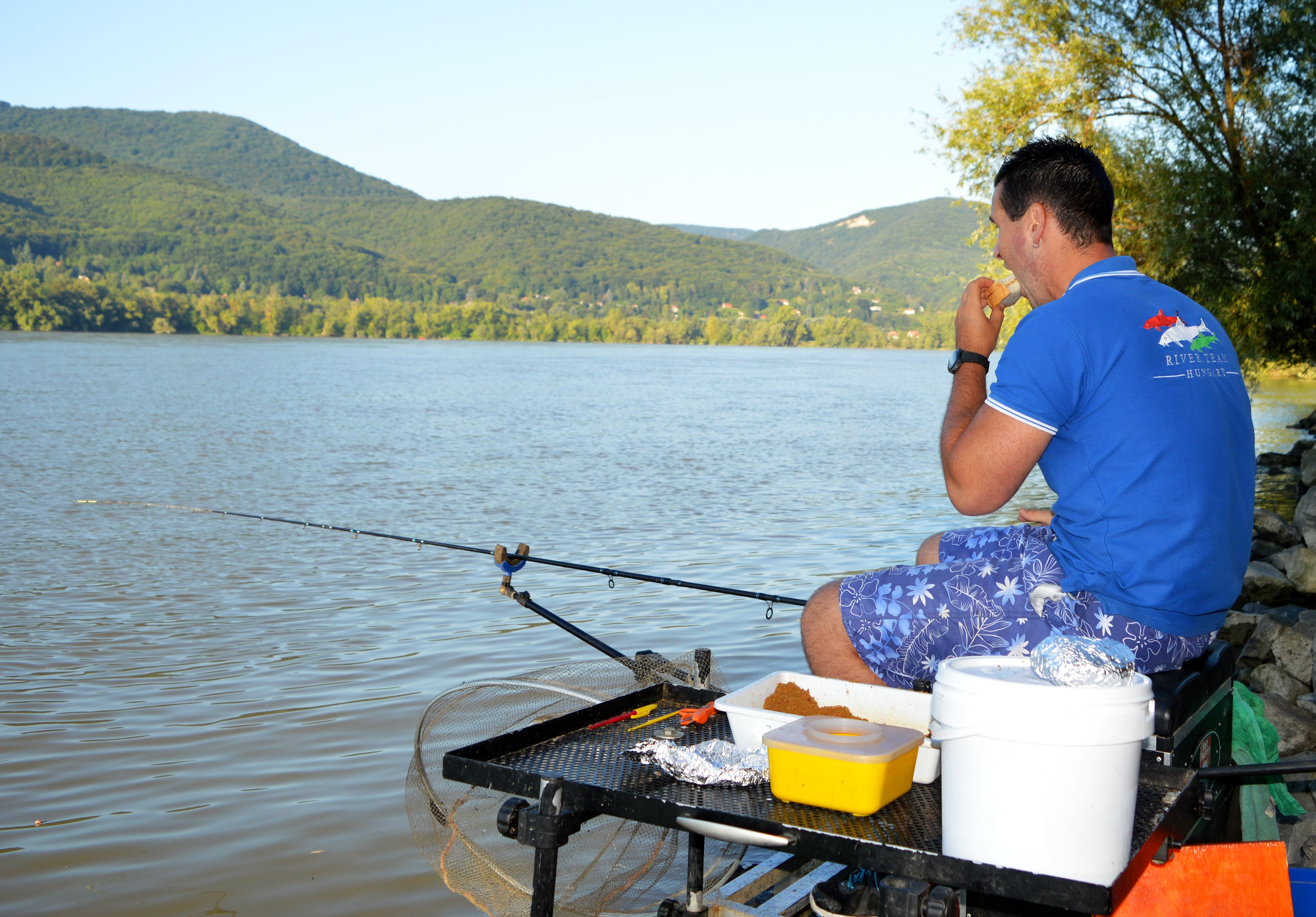 amikor_nem_figyelek_a_botra_akkor_jon_a_kapas_a_szalamis_szendvics_mindig_meghozza_a_jo_halat.jpg