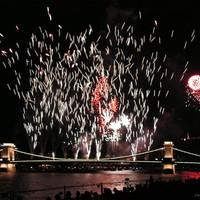 Ma ilyen tűzijátékos nap van:)