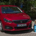 Peugeot Esélyautók szállítják a segítséget