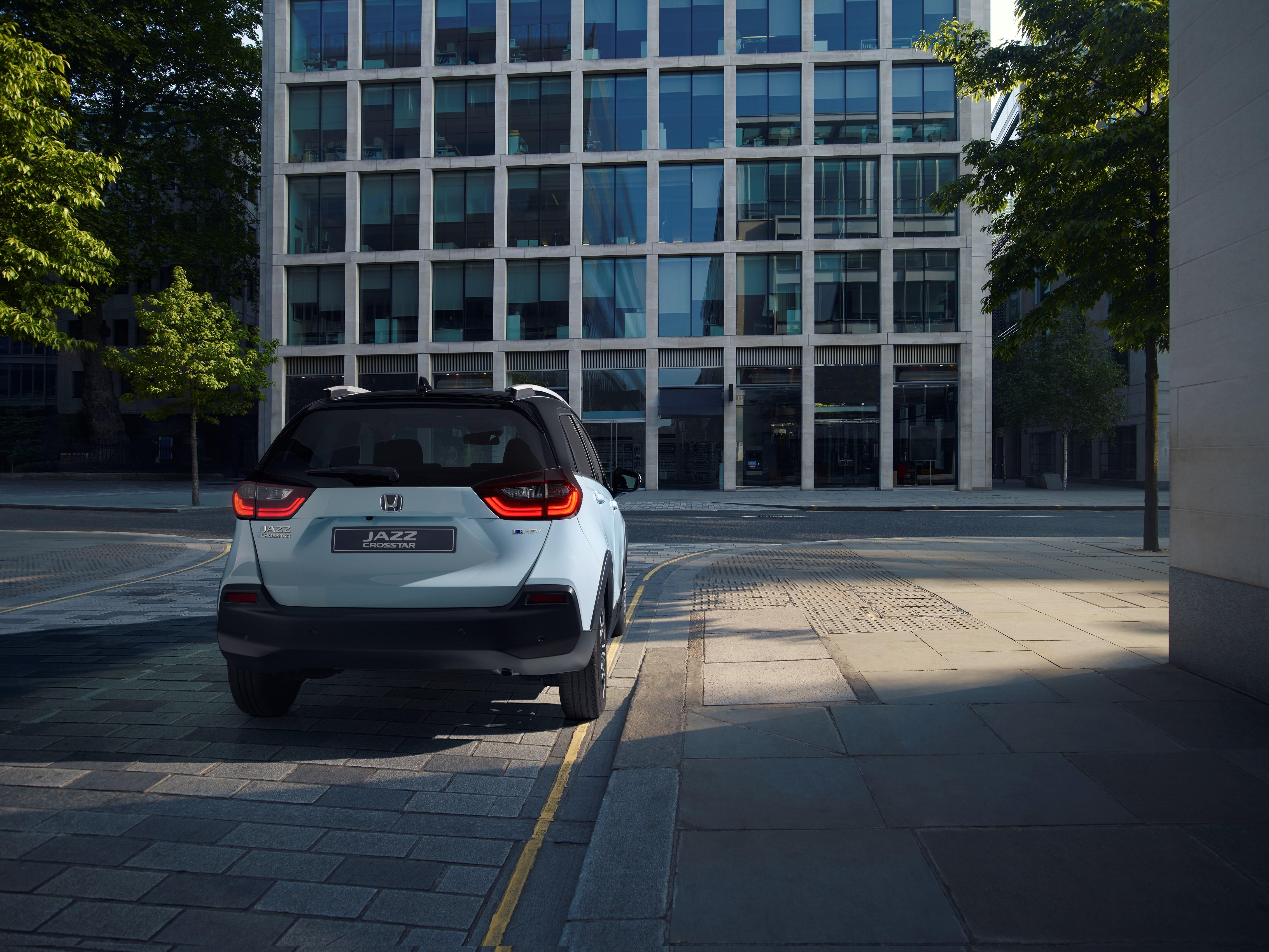 car_pr2020_07_jazz_crosstar.jpg
