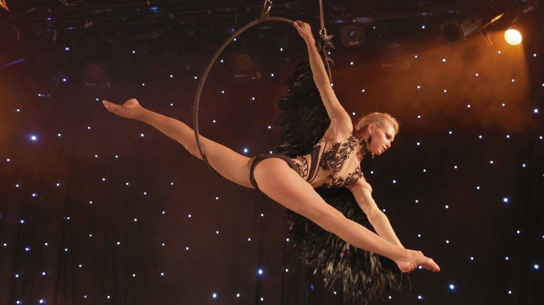 Valentino főszereplésével A mulató gyöngye Randevú a Kektehénben Egy huncut kis táncosnő.