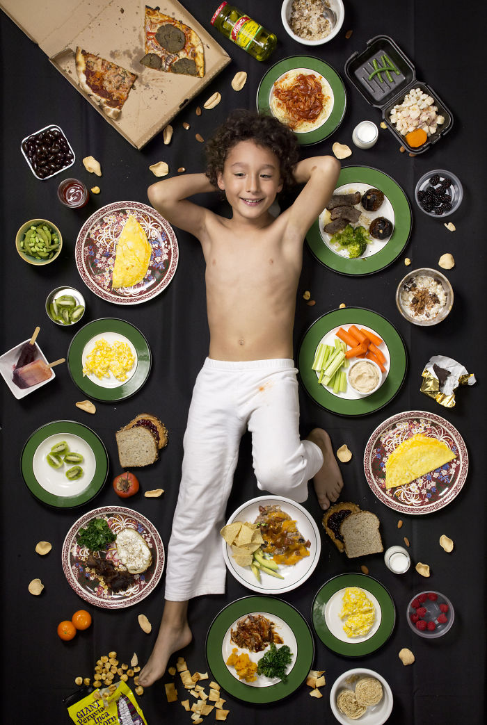 kids-surrounded-weekly-diet-photos-daily-bread-gregg-segal-18-5d11c0ffd5f9e_700.jpg