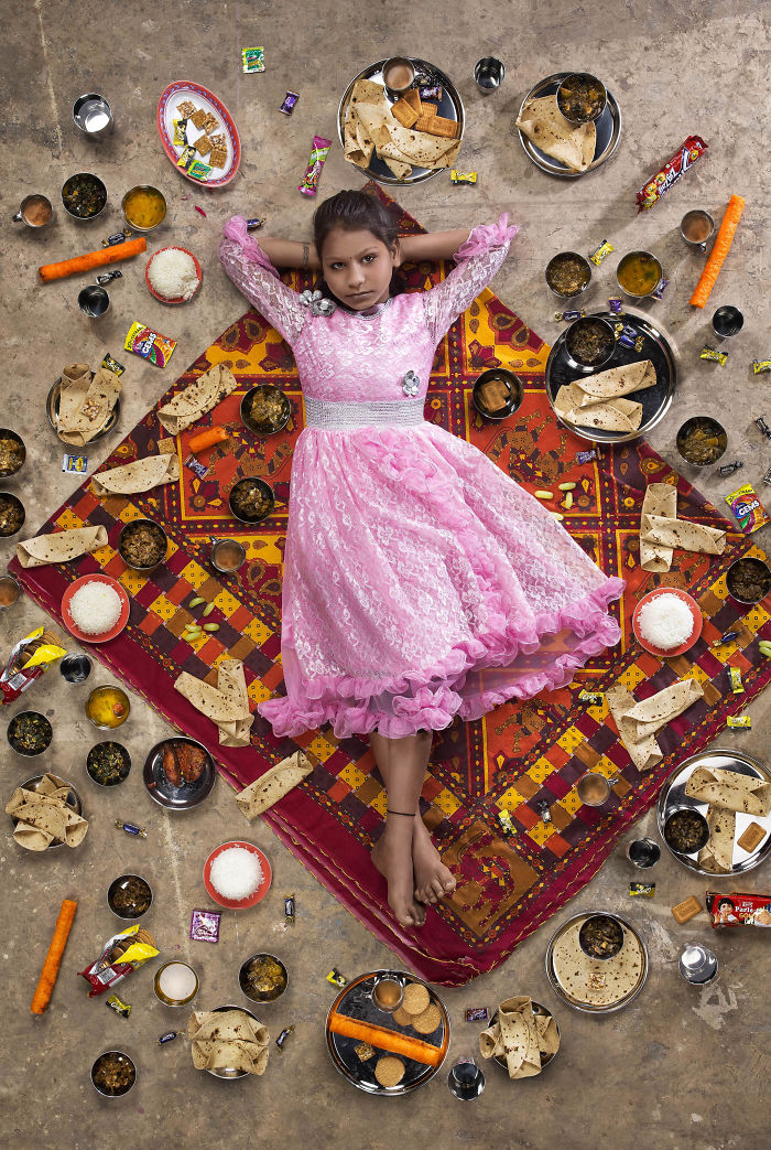 kids-surrounded-weekly-diet-photos-daily-bread-gregg-segal-2-5d11c0ca7c9bd_700.jpg