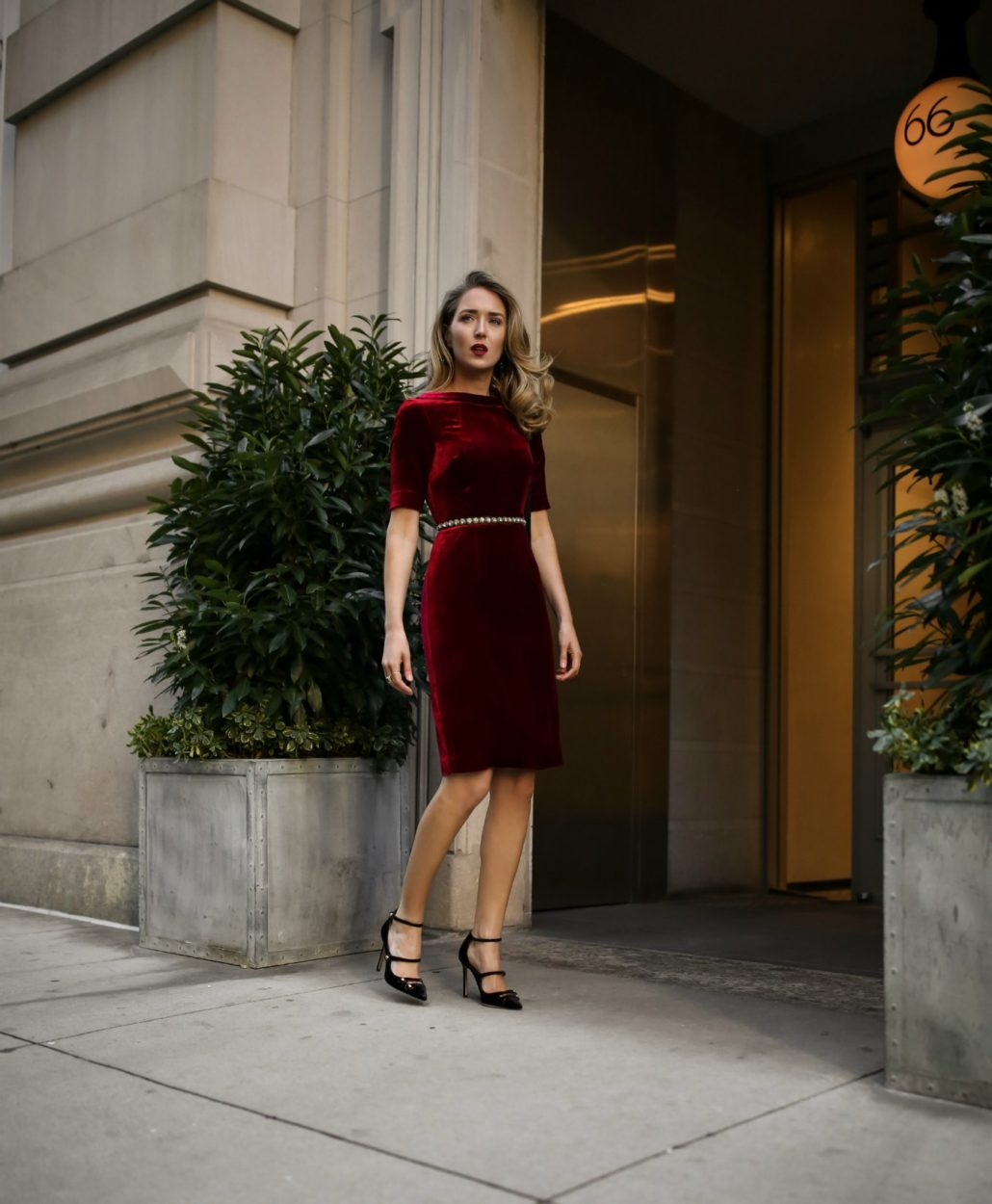 red-velvet-sheath-dress-classic-style-holiday-christmas-party-work-office-cocktail-attire5-1030x1250.jpg