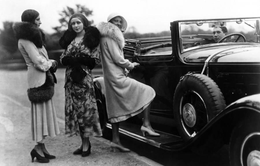 1920s-women-convertibles-furs.jpg