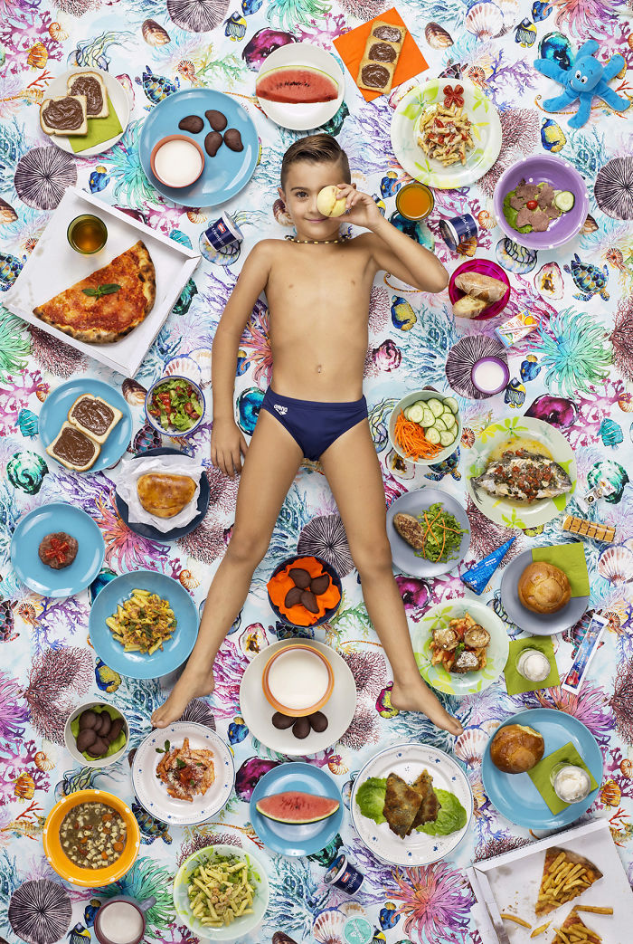 kids-surrounded-weekly-diet-photos-daily-bread-gregg-segal-8-5d11c0df7f1ba_700.jpg