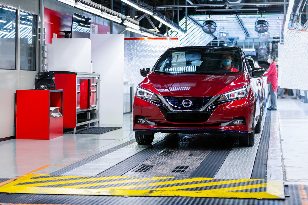 the_500_000th_nissan_leaf_heads_to_its_new_owner_in_norway_as_customers_continue_to_embrace_the_pioneering_zero-emission_vehicle_globally-1200x800.jpg