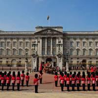 Hol lakik a királynő?