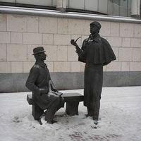 Kitalált személyek, valódi szobrok