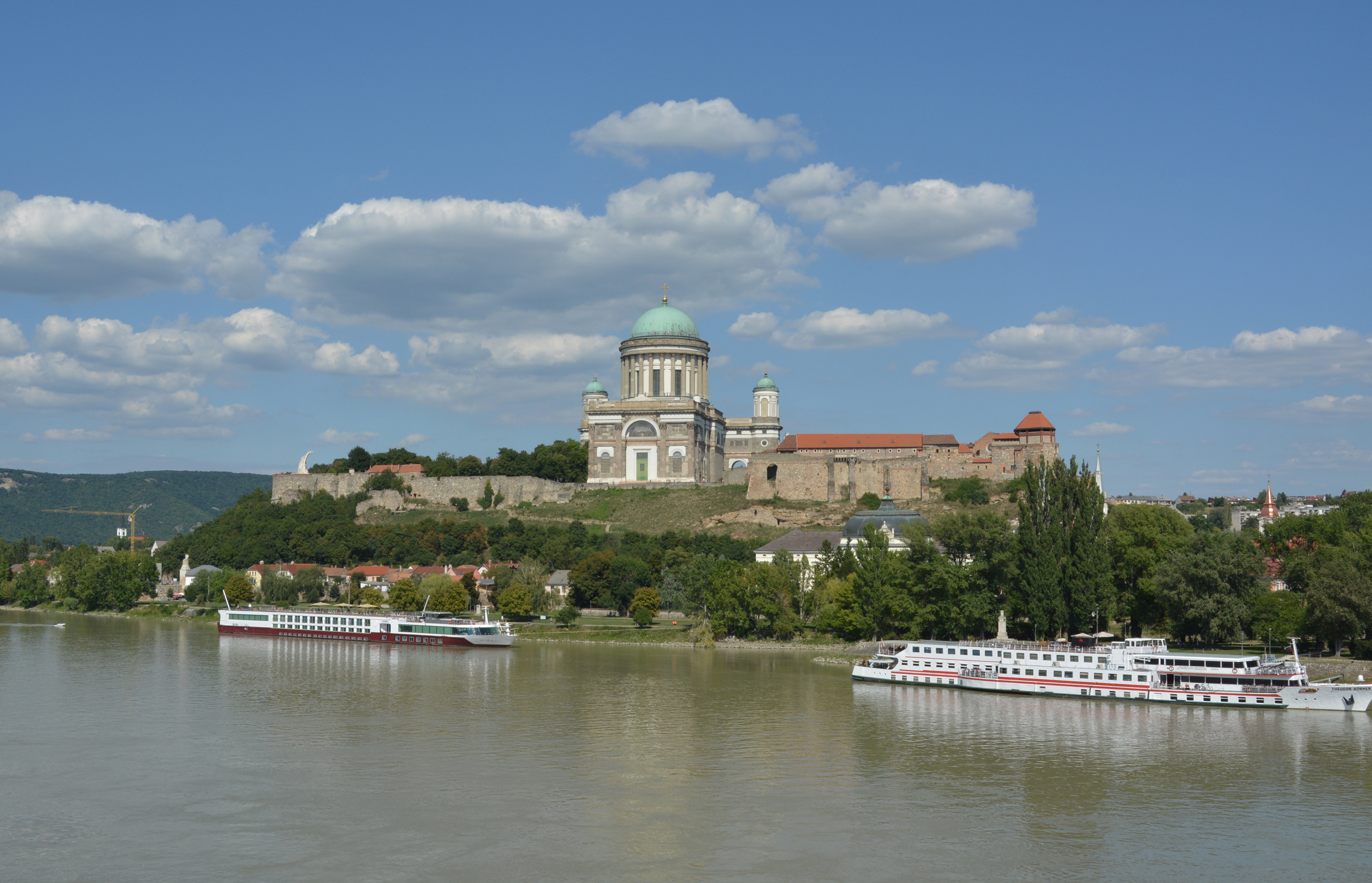 Az Esztergomi Bazilika a Duna túloldaláról is impozáns látvány