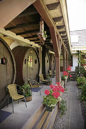 Különleges szállodák - 6. rész: Az alkohol (és Diogenész) nyomában