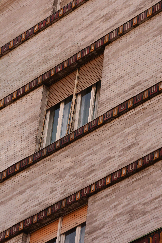 Szervita tér: Rózsavölgyi Zeneműbolt felett