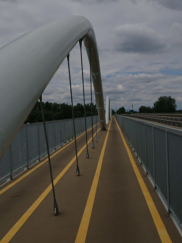 a Tiszafüredet Poroszlóval összekötő kerékpáros híd...