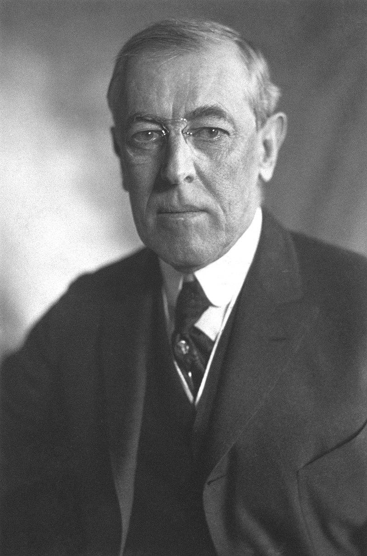 800px-thomas_woodrow_wilson_harris_ewing_bw_photo_portrait_1919.jpg