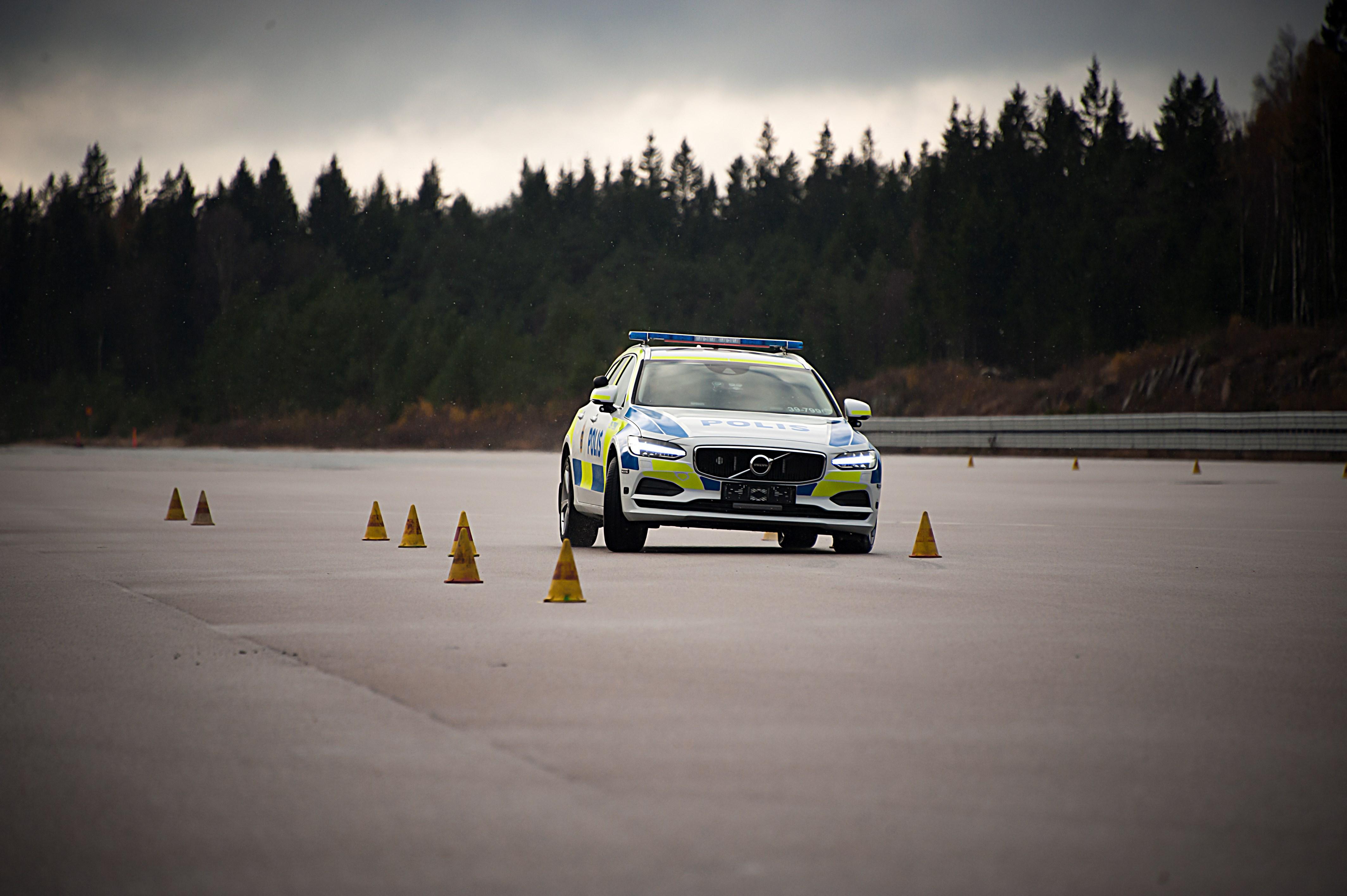 201325_volvo_v90_as_a_police_car.jpg
