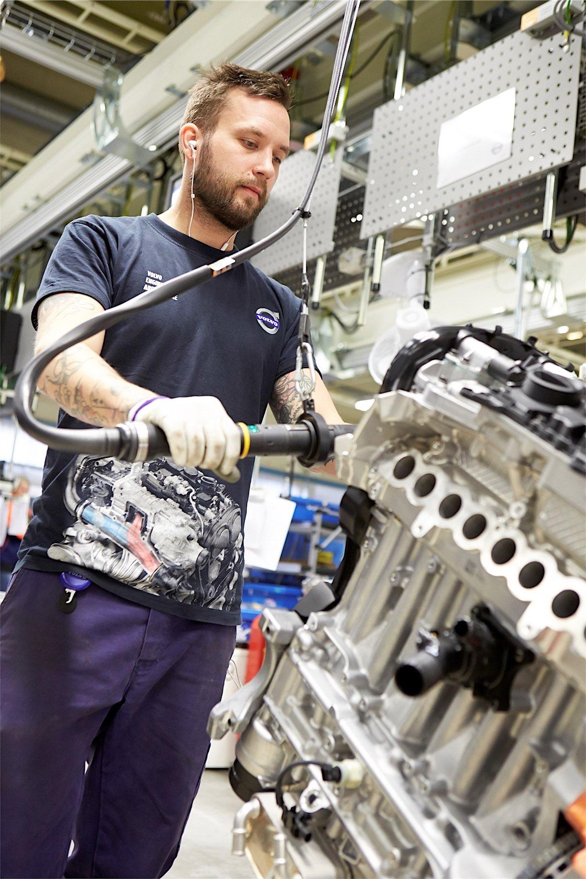 219336_assembly_in_volvo_cars_engine_factory_in_sk_vde_sweden-resized.jpg
