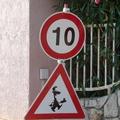 Horvátországban külön tábla figyelmeztet pincérek fokozott jelenlétére