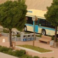 Buszmegálló a város szélén