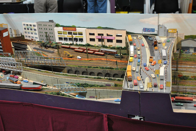 Kayreuth egy részlete, melyen nem csak egy útépítés miatti megnövekedett autóforgalom, de egy Szergej is látható. Igaz, nem MÁV festésben.