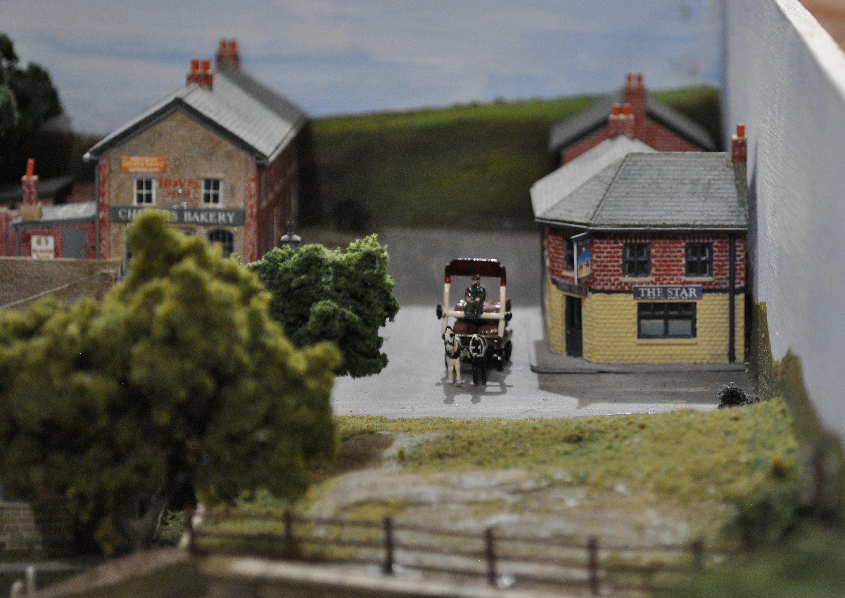 Apró részlet Bettws Roadról: lovaskocsi. Mellette a házak sem a szokásos festésben pompáznak.