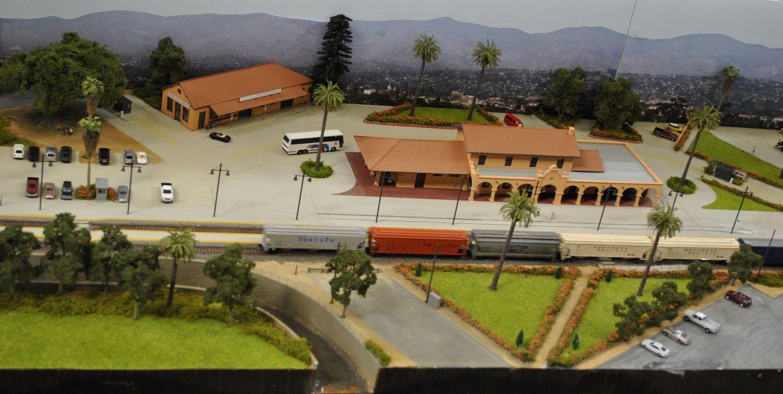 Santa Barbara: újabb amerikai terepasztal, ezúttal Kaliforniát mintázva. Egyenes, kétvágányos fővonal, természetesen rohadt hosszú amcsi szerelvényekkel, ugyanakkor takaros környezettel.