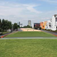 Park a vágányok felett Münchenben