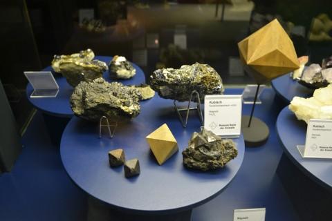 ásvány München múzeum Museum Reich der Kristalle Hexa oktaéder kristályrács