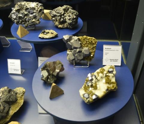 ásvány München múzeum Museum Reich der Kristalle Tetraéder kristályrács