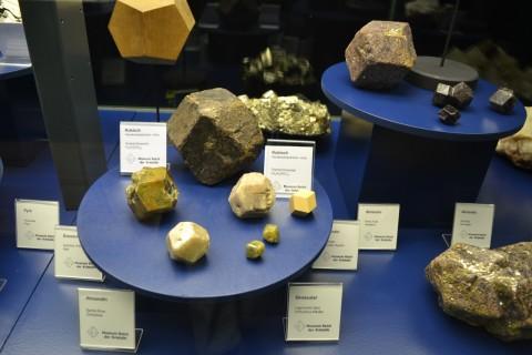 ásvány München múzeum Museum Reich der Kristalle Dodekaéder alakú kristályrács