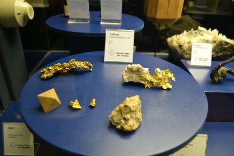 ásvány München múzeum Museum Reich der Kristalle arany