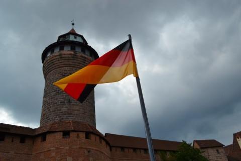 nurnberg vártorony német zászló