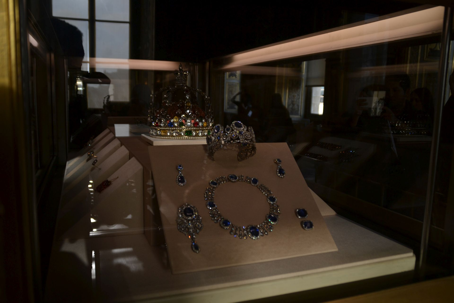 louvre, párizs, múzeum, koronaékszer