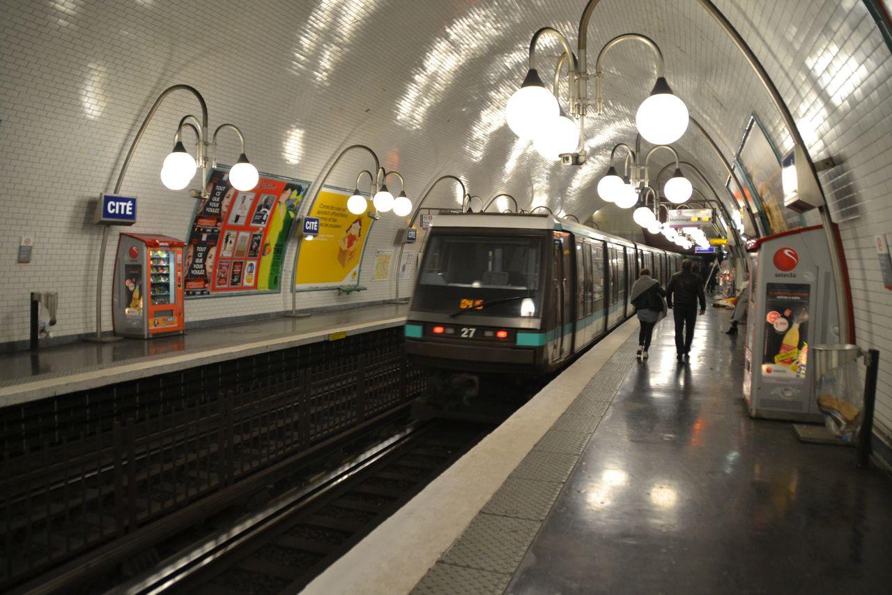 párizsi metró cité állomás