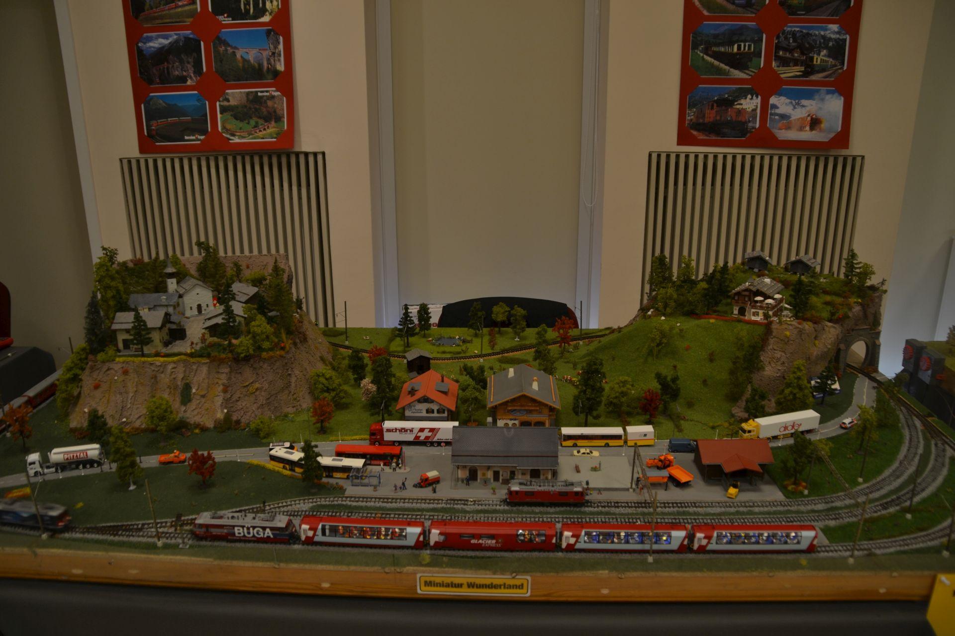 H0m, Kecskemét, TGV 2000, kiállítás
